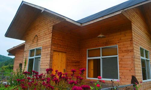 不少人都喜欢木质结构,甚至是在家里庭院内选择搭建宜昌木屋