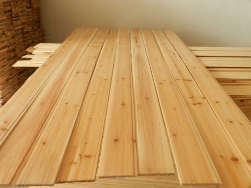 搭建宜昌木屋使用较多的就是防腐木,那么自然界有哪些天然的防腐木材料呢?