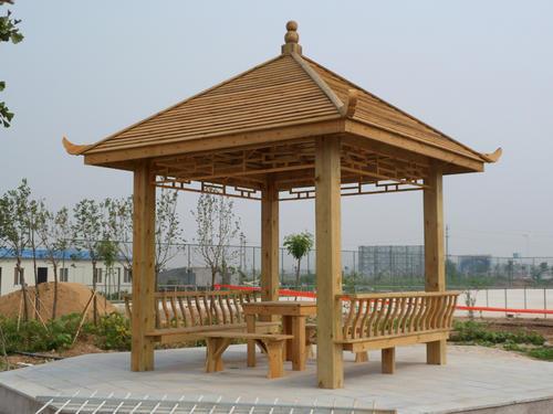 防腐木材本身优势多多,但是同样也离不开合理的维护与保养