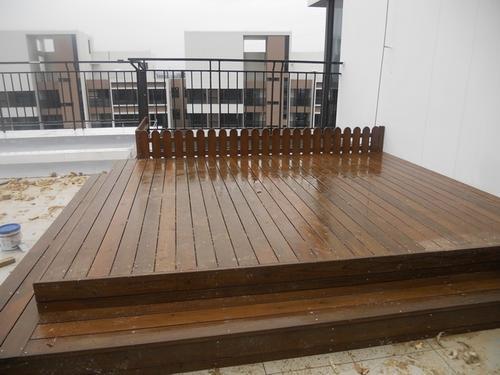 防腐木的使用不仅局限于漳河木屋的搭建,它们也会应用于很多地板的铺设