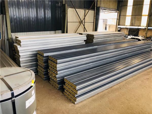 岩棉夹芯板生产加工场景