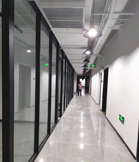 锦江区兴锦生态集团玻璃隔断安装完工展示