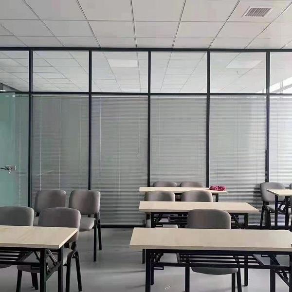郫都区玻璃隔断案例