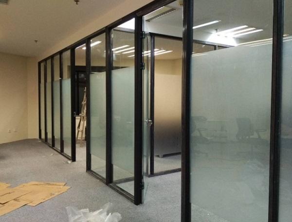 办公室选用玻璃隔断的几大优势