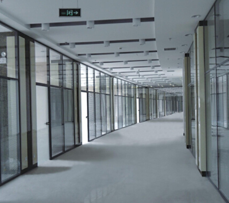您知道有竖框成都玻璃隔断的安装方法吗