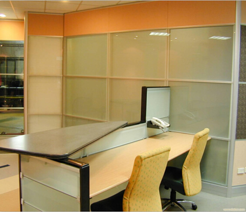 简析四川玻璃百叶隔墙办公室隔断的风采