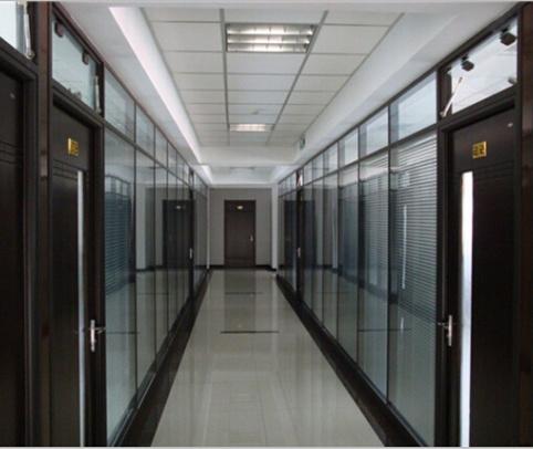 世纪美通公司成都玻璃百叶隔墙怎么选