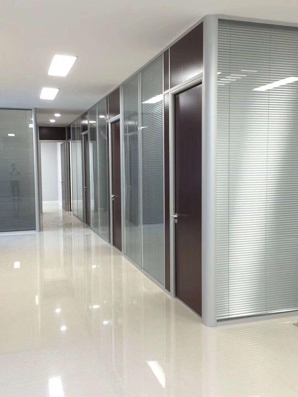 世纪美通公司浅谈玻璃百叶隔墙的特征