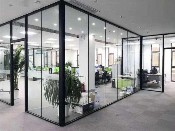 单层钢化玻璃隔断墙案例展示