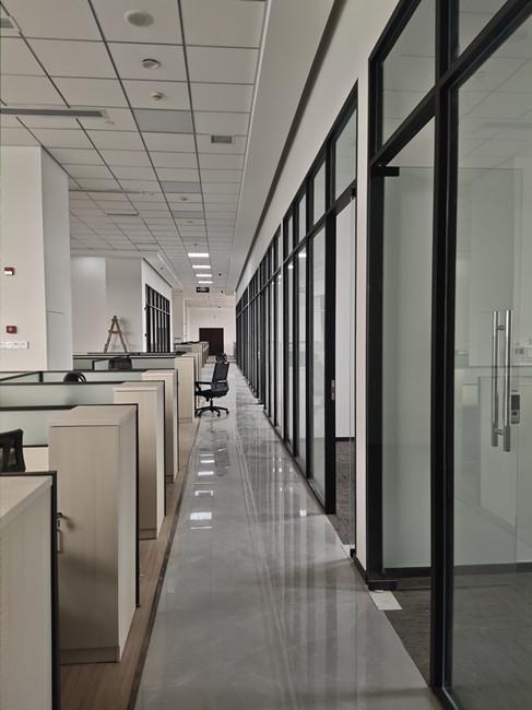 世纪美通带您领域成都玻璃隔断的安装方法!
