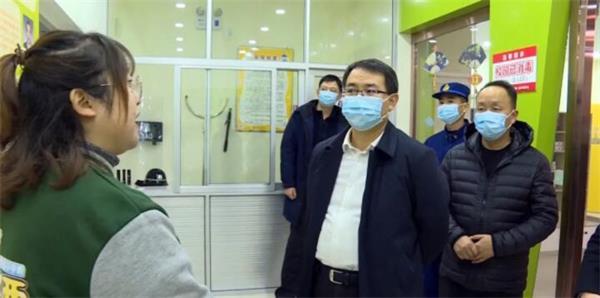 12月23日略阳县委书记吴维强带队检查消防安全工作