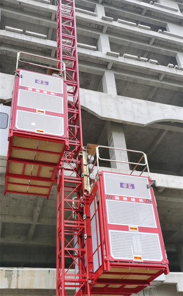 你知道建筑施工电梯防护门的规范要求吗?