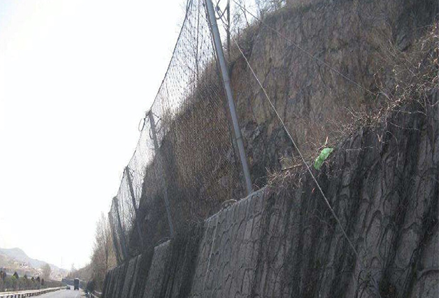 鸿鑫昌盛为大家讲解安装四川边坡防护网时需要的注意细节!