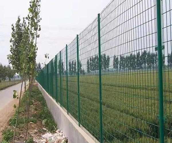 四川护栏网施工注意事项