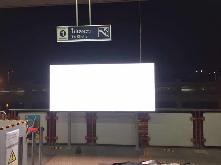 泰国地铁站户外屏