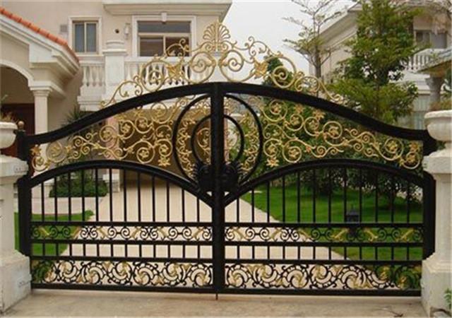 庭院铝艺大门与铁艺大门优势对比