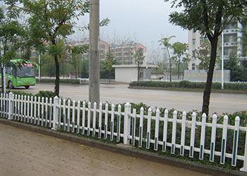 草坪底护栏
