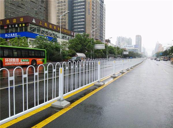 城市道路护栏解决方案
