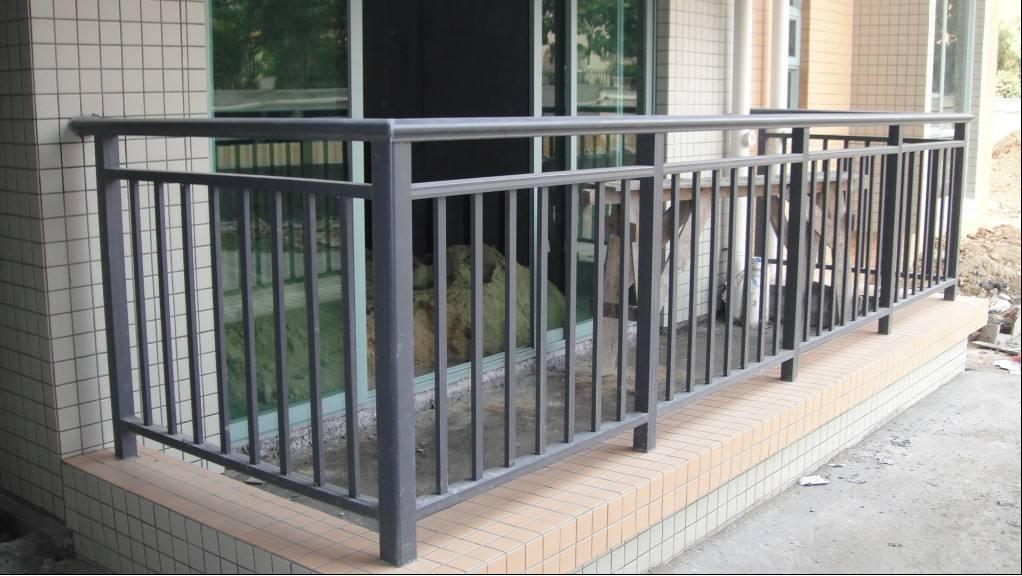西安恒易迈浅谈锌钢护栏的产品的特性