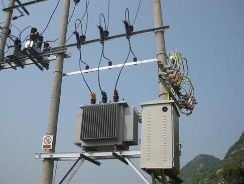 禁止从中国进口电力设备,没想遭到反噬,百万美国人陷入黑暗冬天