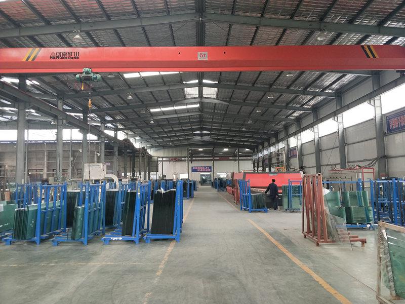 钢化玻璃仓库