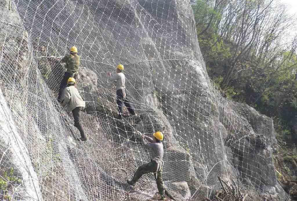 包塑主动边坡防护网