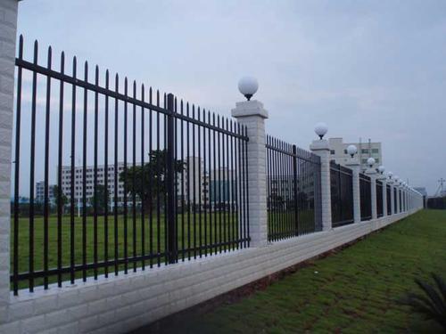 关于成都锌钢围栏网如何做到稳定、牢固的?