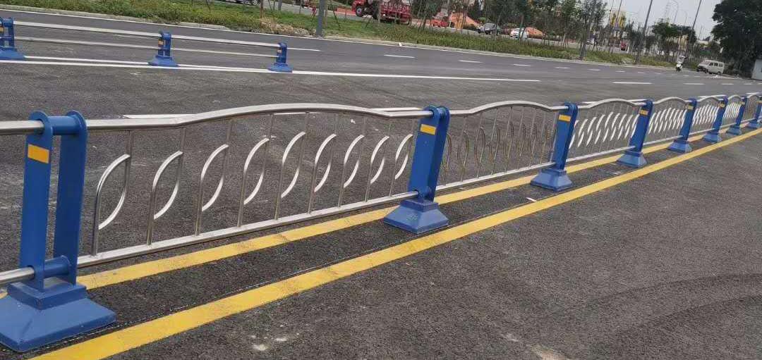 市政道路护栏在交通上面发挥了重要作用