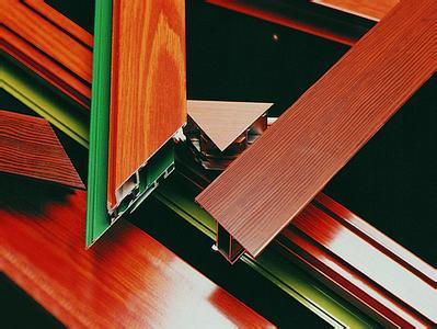 塑粉在各个行业里都有着广泛的应用,可以混合着不同的颜色涂料