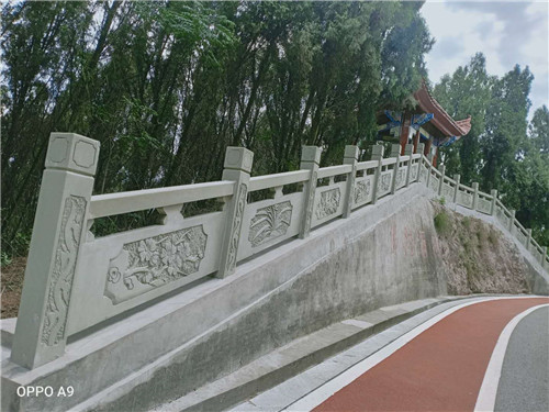 四川美高梅岩雕刻栏杆