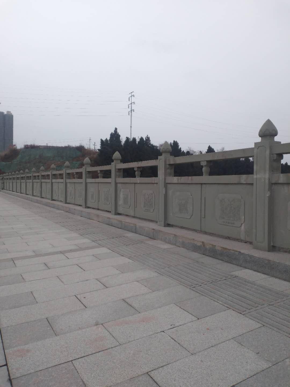 四川资阳紫荆台河边青砂石雕刻栏杆
