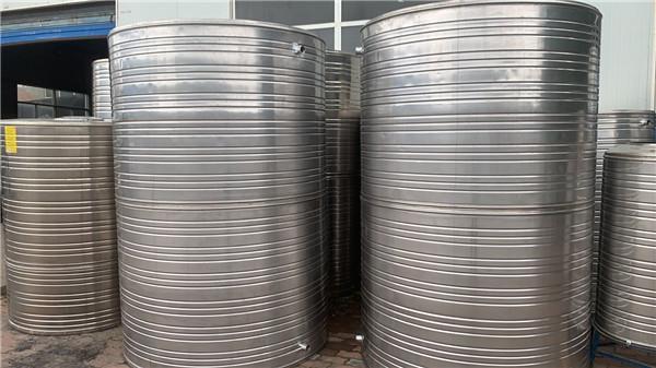 不锈钢保温水箱漏水和生锈的原因是什么?西安水箱厂家告诉您!