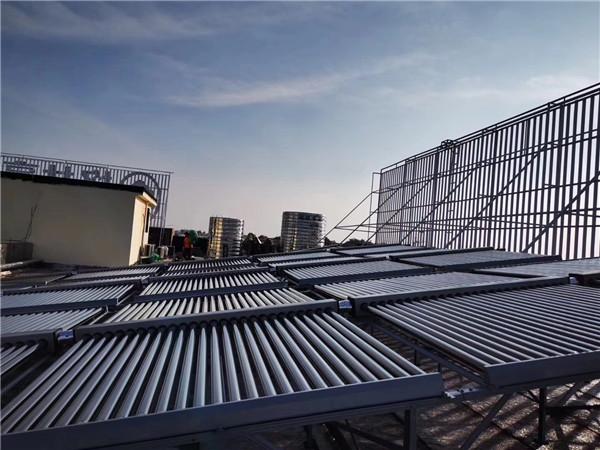陕西太阳能热水工程在小区中投入使用!
