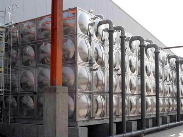 不锈钢水箱应的管道和附件