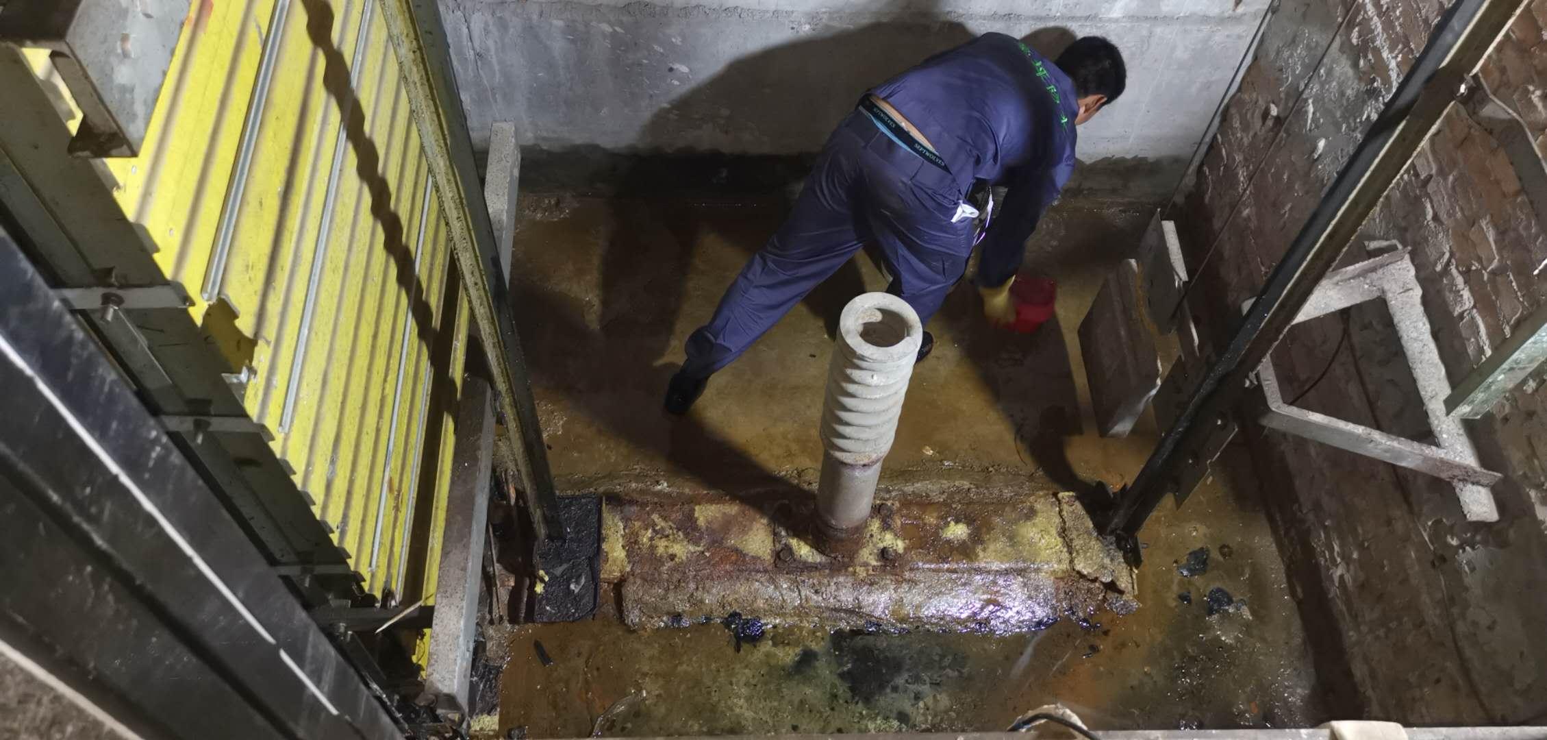 咸阳市某政府办公大楼电梯井道渗漏水修缮