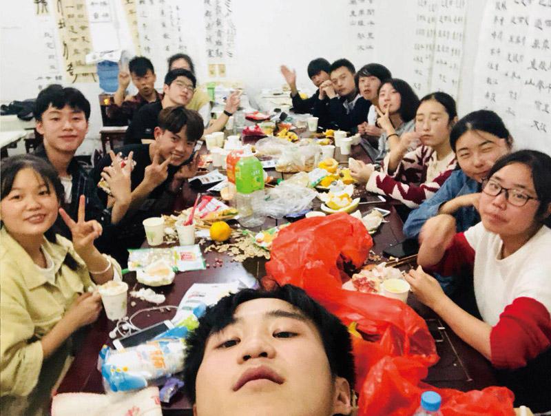 兰州凤鸣艺考文化课学员定期聚餐活动