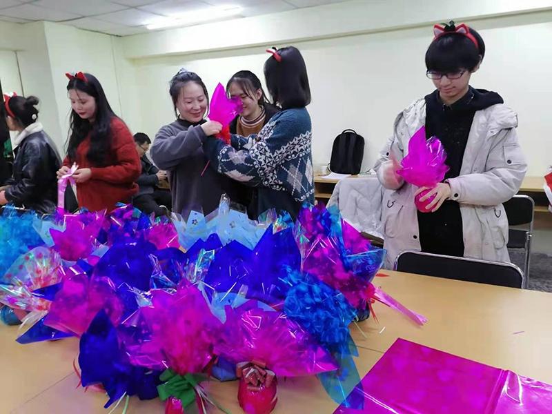 圣诞节过的,兰州五八教育凤鸣艺考文化课冲刺