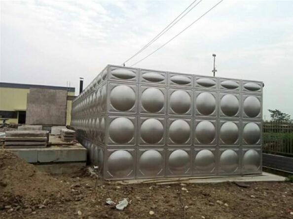 成都供水设备厂家成功案例---什邡不锈钢方形废水箱