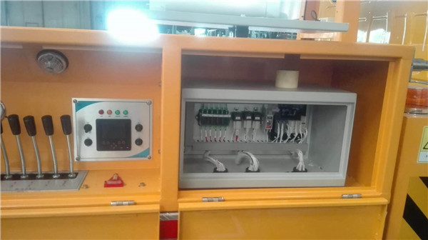 高空作業車電控系統