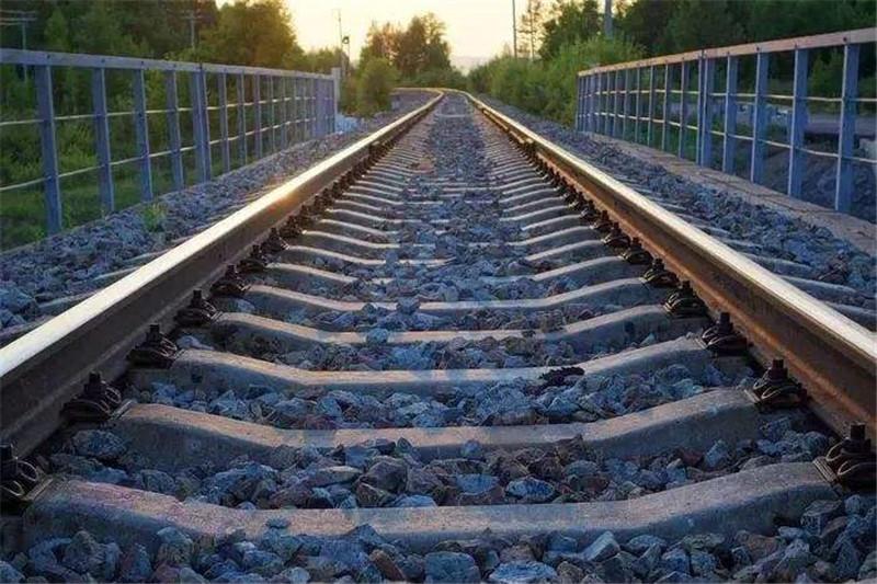 河南普彬告诉您关于铁路上石子的作用