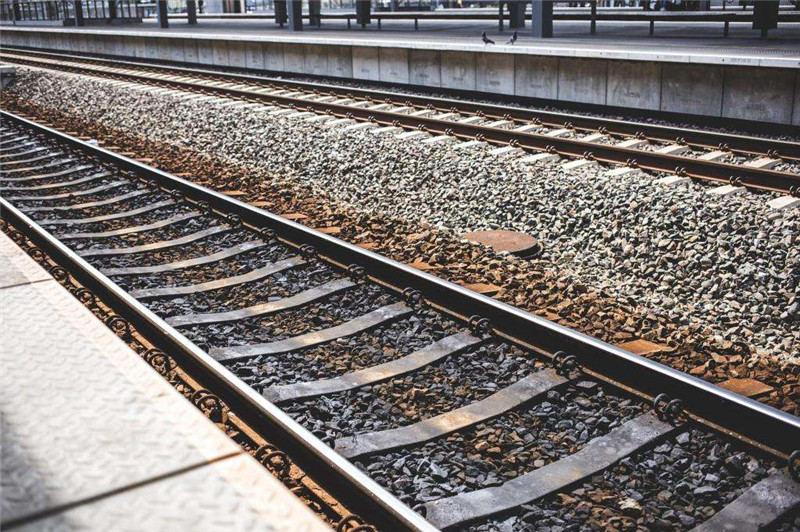河南普彬---在铁路上放石子会判刑吗?