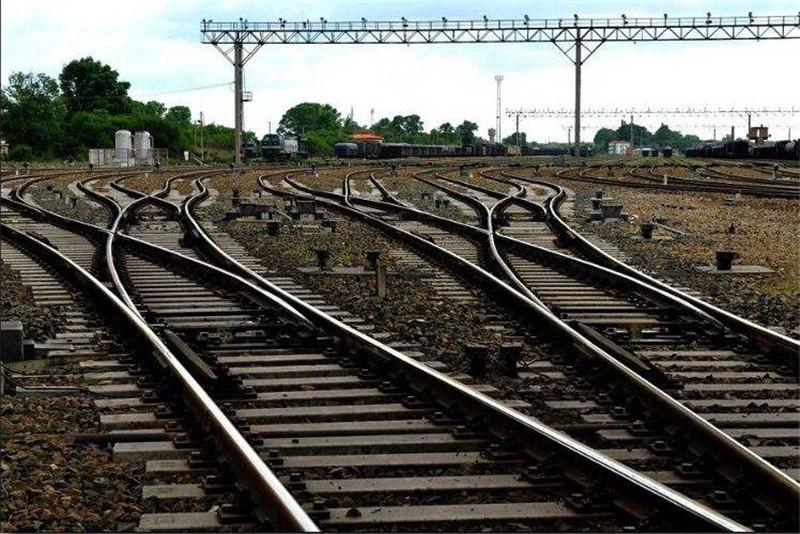 河南老k车公司告诉你有砟轨道的优缺点