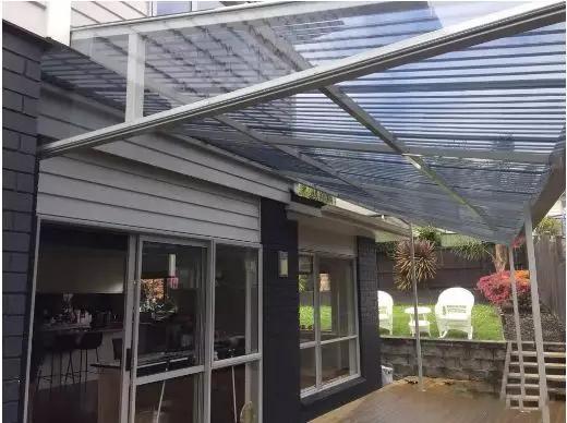 为什么我总是推荐用PC阳光板做雨棚?
