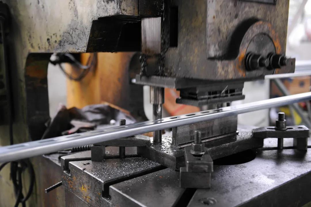 宁夏镀锌C型钢是什么?用在抗震支架上有什么优势?