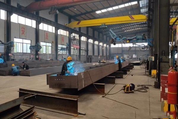 多层钢结构厂房钢筋桁架楼承板维护应这样做,确保安全