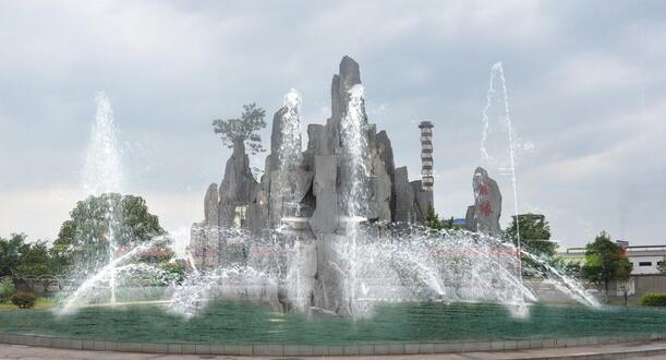 四川假山雕塑厂家分享假山喷泉水池制作