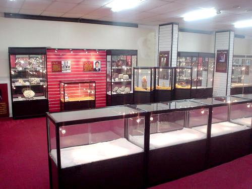 兰州珠宝店玻璃展柜