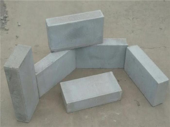 在宁夏粉煤灰砖生产中,总是避免不了砖体炸裂的现象,那么应怎样防止这种现象的发生呢?