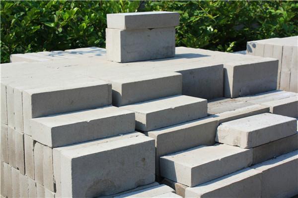 富安隆建材为您分享烧结煤矸石砖与烧结粉煤灰砖的区别以及宁夏粉煤灰砖的特点