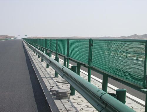 四川高速公路护栏网施工案例